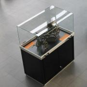 Haubenvitrine PUR-55 Museumsvitrine